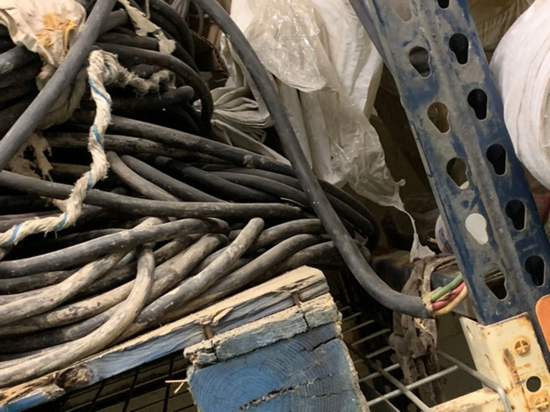 Lot 57 - SWING STAGE ELECTRICAL CABLE