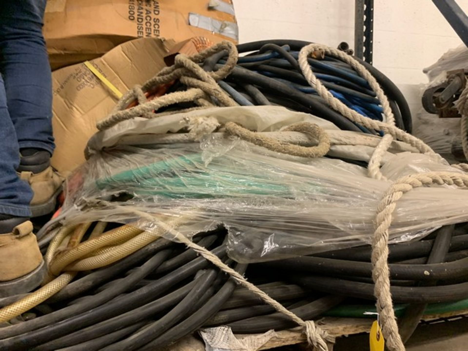Lot 79 - PALLET ASSORTED SWING STAGE ELECTRICAL CABLE, HOSES, ETC