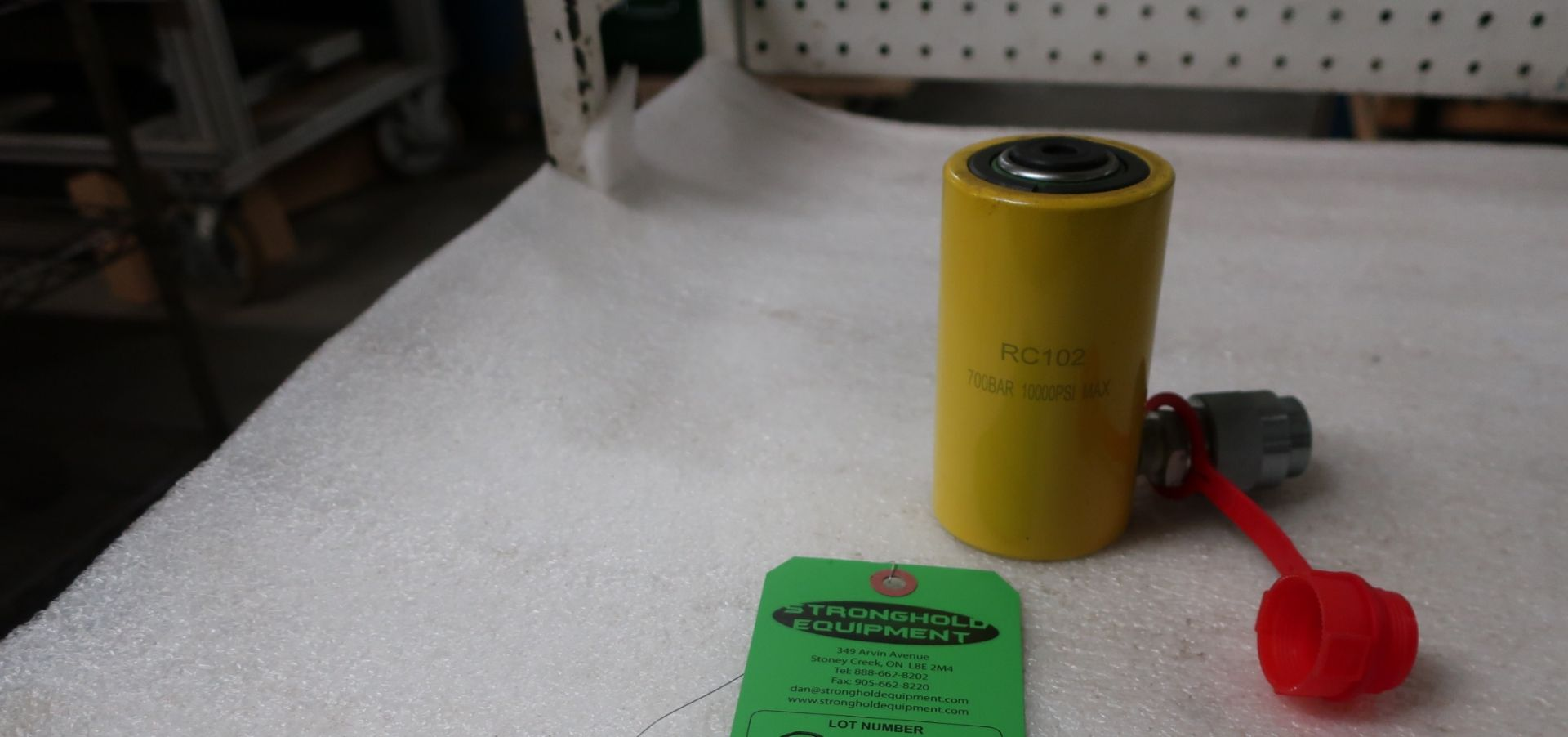 """Lot 35 - RC-102 MINT - 10 ton Hydraulic Jack with 2"""" stroke type cylinder"""