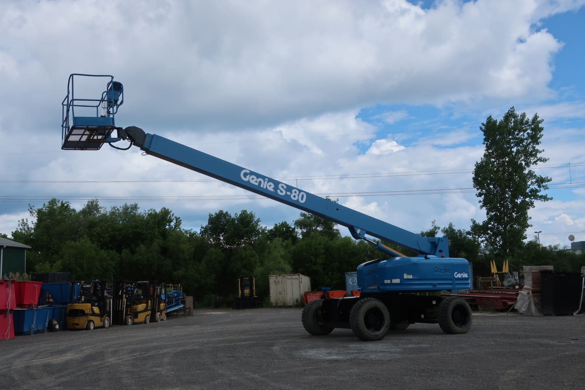 Lot 1 - MINT Genie Zoom Boom Lift model S80 with 80' height 4x4 with extendable axles and LOW HOURS