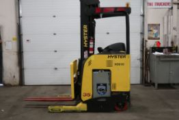 FREE CUSTOMS - 2012 Hyster Reach Truck Pallet Lifter with LOW HOURS and 3-stage electric with