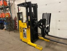 FREE CUSTOMS - Yale Reach Truck Pallet Lifter electric with sideshift with LOW HOURS
