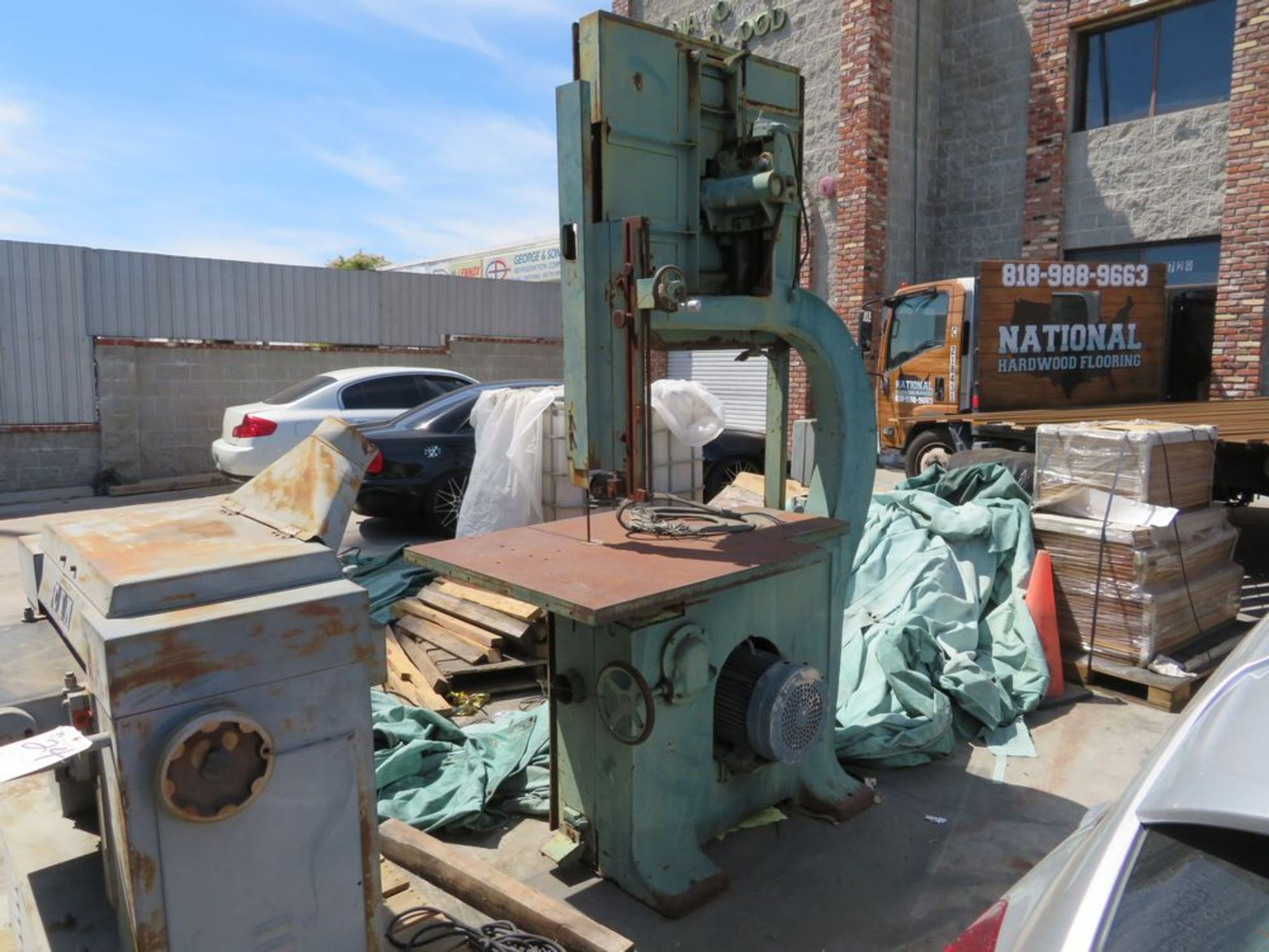 Lot 23 - Oliver Machine #2416/D36 Vertical Band Saw