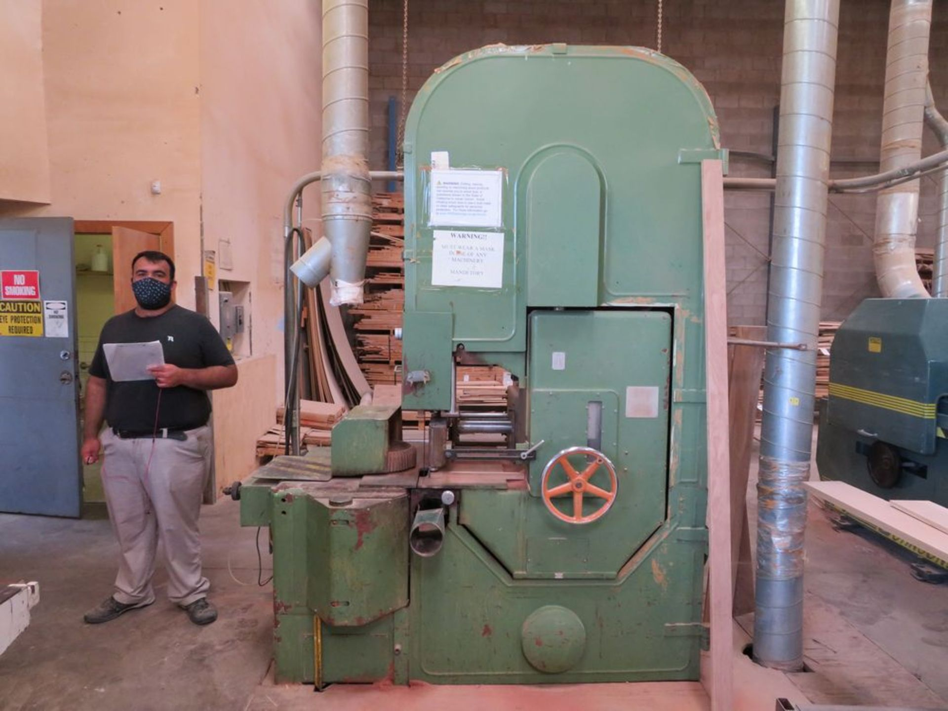 Lot 12 - FOD 16'' 40hp Heavy Duty Vertical Band Saw