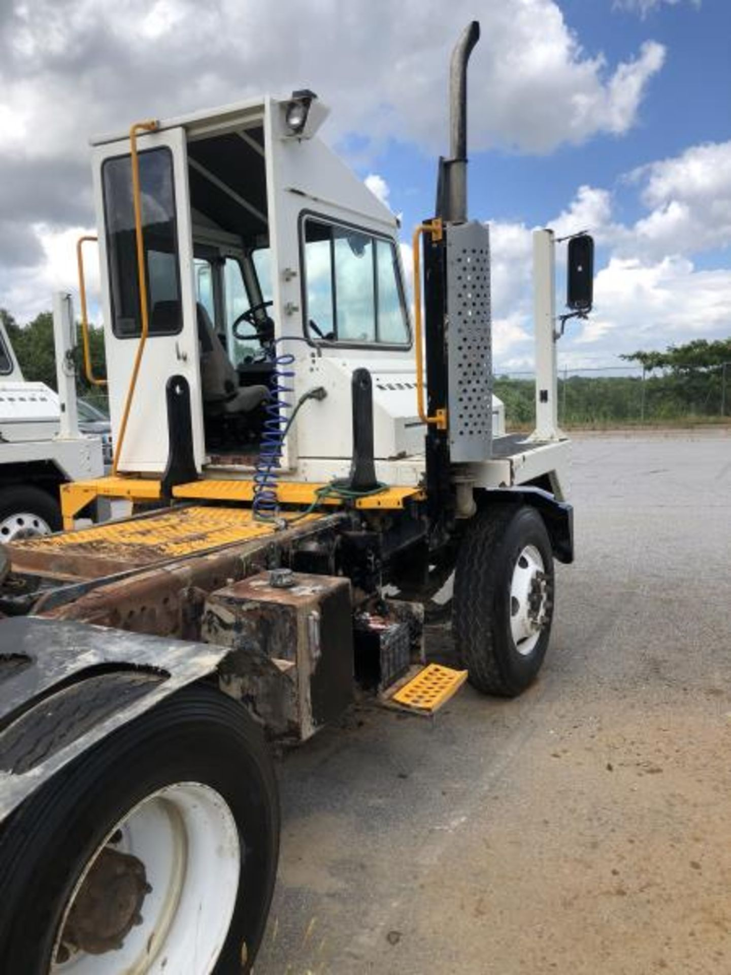 2015 Kalmar Ottawa 4x2 Yard Truck , SN: 338838 3,710.3 Hours, 2,817 Miles - Image 24 of 28