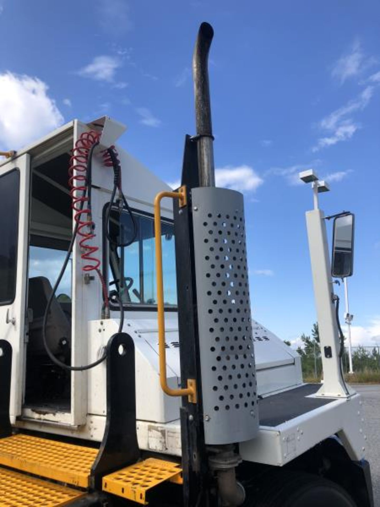 2015 Kalmar Ottawa 4x2 Yard Truck , SN: 338837 3,239.3 Hours, 3,125 Miles - Image 15 of 32