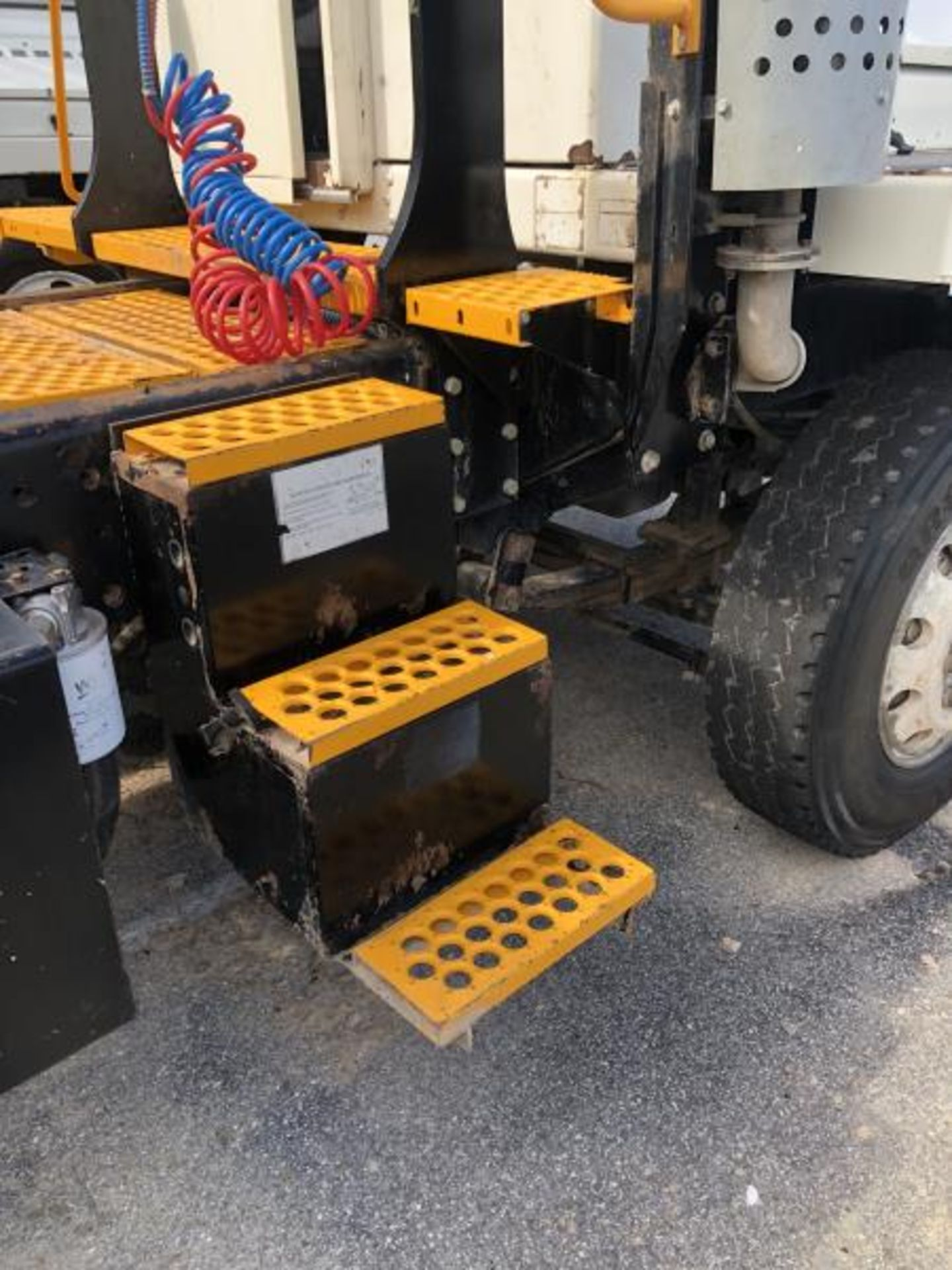 2015 Kalmar Ottawa 4x2 Yard Truck , SN: 338841 4,267.2 Hours, 1,683 Miles - Image 15 of 34