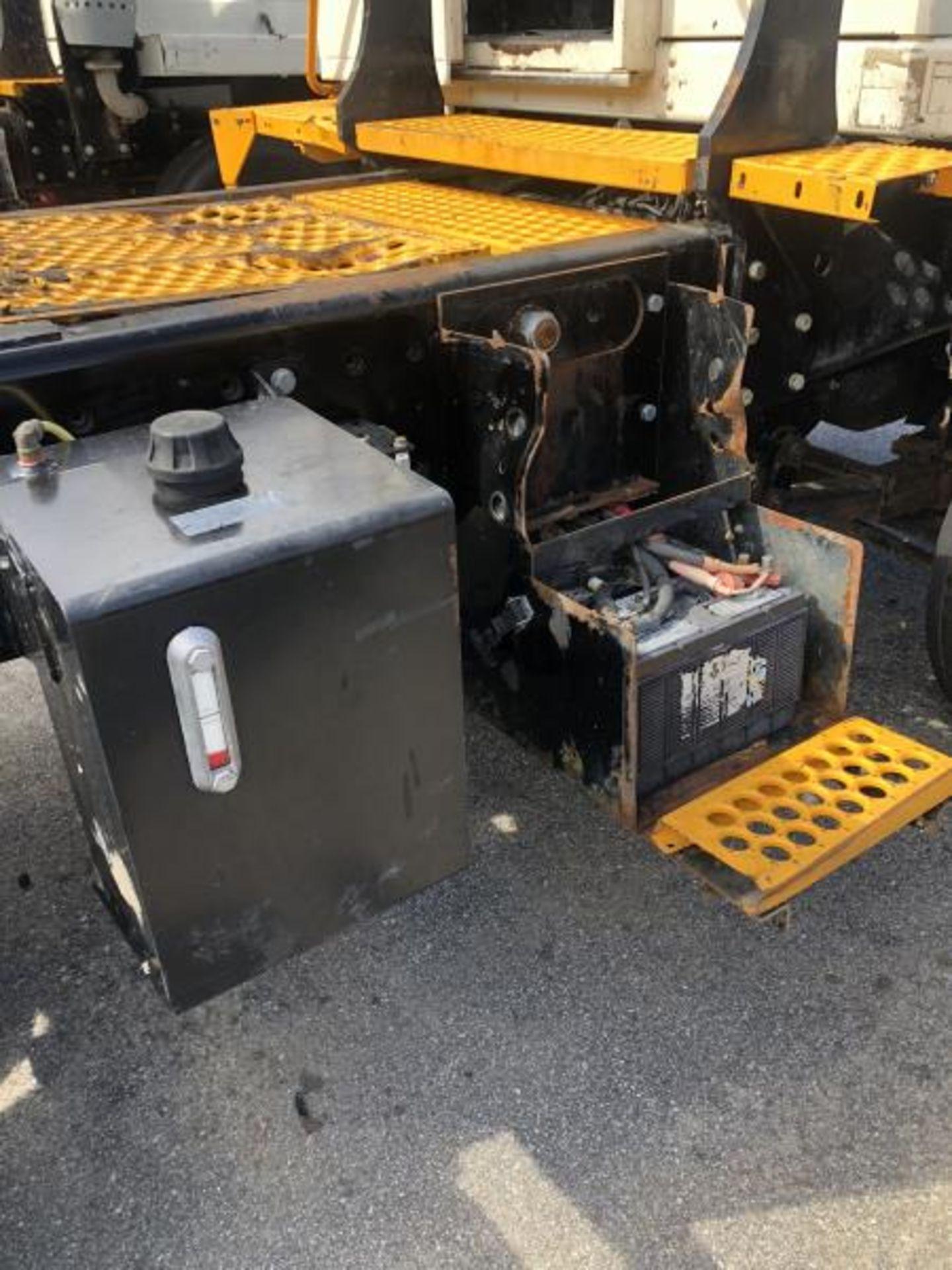 2015 Kalmar Ottawa 4x2 Yard Truck , SN: 338837 3,239.3 Hours, 3,125 Miles - Image 13 of 32