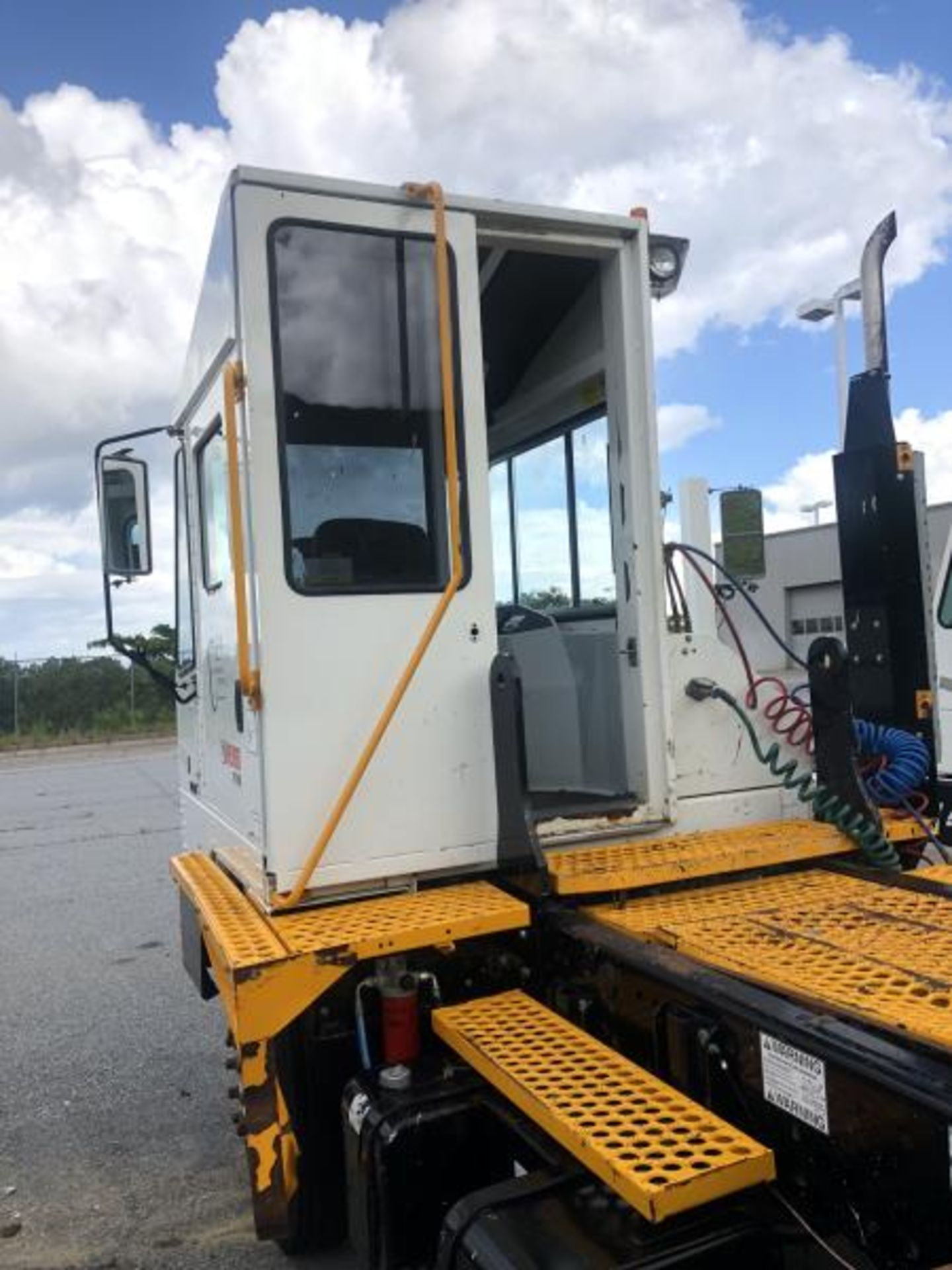 2015 Kalmar Ottawa 4x2 Yard Truck , SN: 338845 2,600.5 Hours, 185 Miles - Image 8 of 27