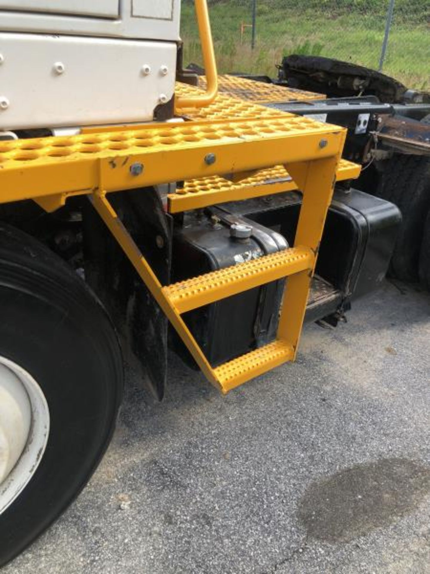 2015 Kalmar Ottawa 4x2 Yard Truck , SN: 338841 4,267.2 Hours, 1,683 Miles - Image 7 of 34