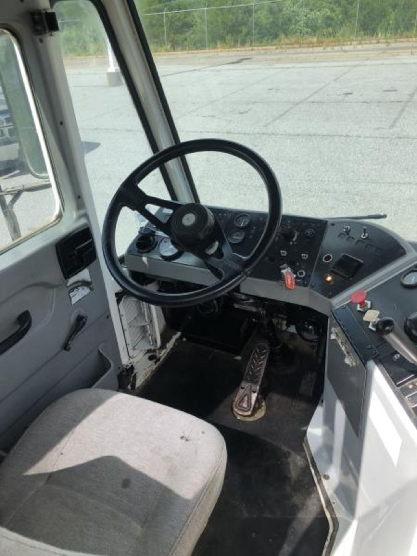 2015 Kalmar Ottawa 4x2 Yard Truck , SN: 338838 3,710.3 Hours, 2,817 Miles - Image 9 of 28