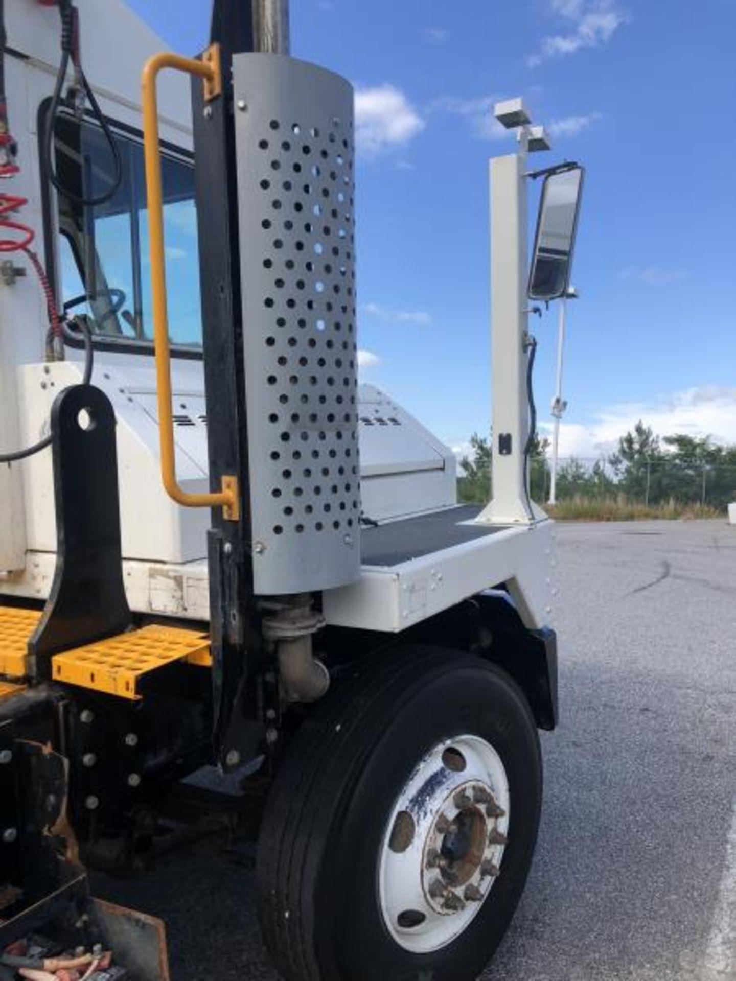 2015 Kalmar Ottawa 4x2 Yard Truck , SN: 338837 3,239.3 Hours, 3,125 Miles - Image 16 of 32