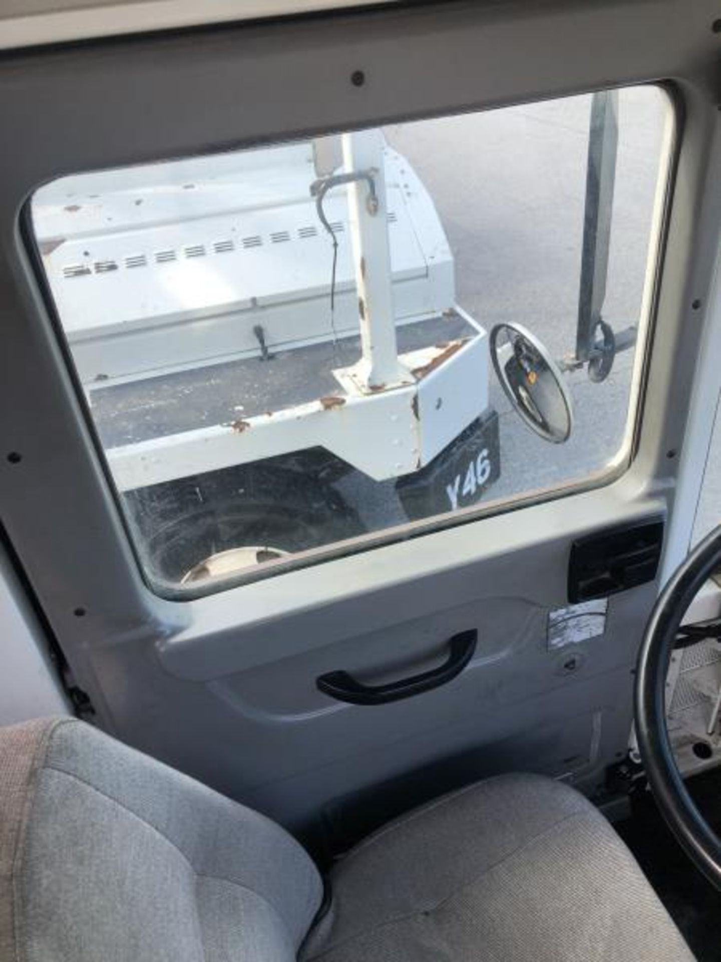 2015 Kalmar Ottawa 4x2 Yard Truck , SN: 338837 3,239.3 Hours, 3,125 Miles - Image 24 of 32