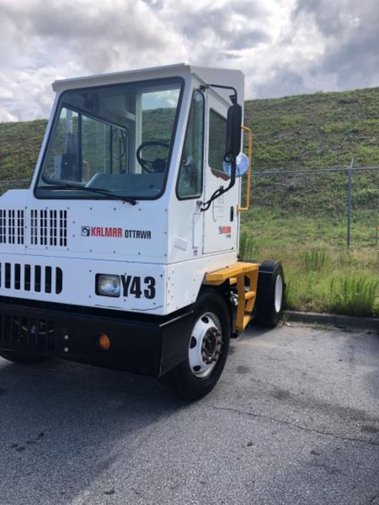2015 Kalmar Ottawa 4x2 Yard Truck , SN: 338837 3,239.3 Hours, 3,125 Miles