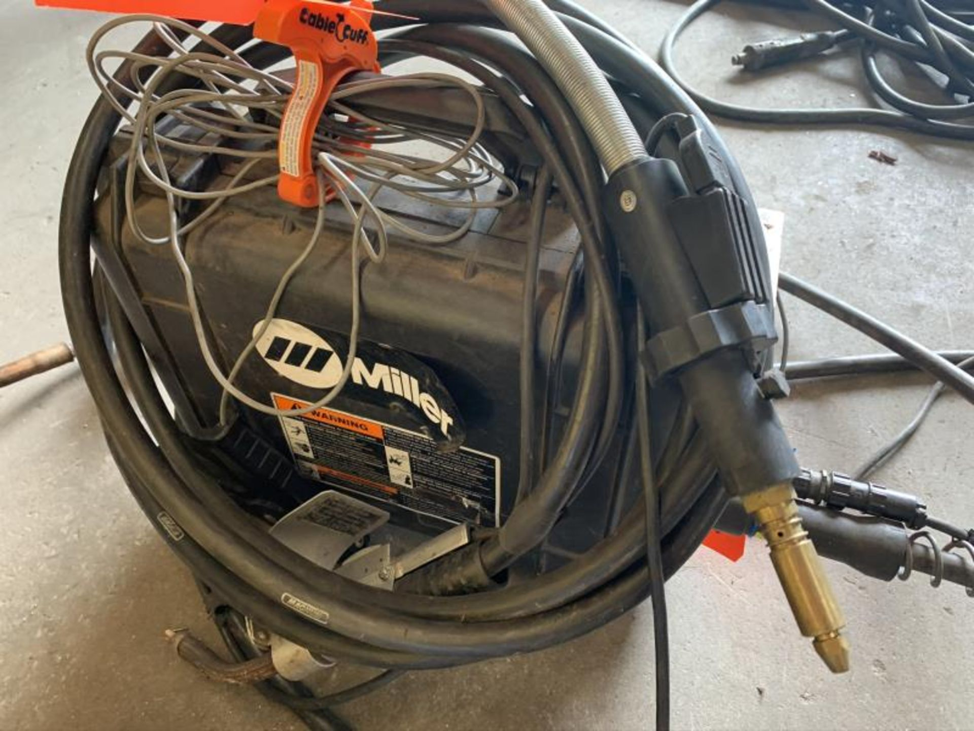 Lot 18 - Miller Suitcase 8VS voltage sensing feeder with gas shielding mig cable