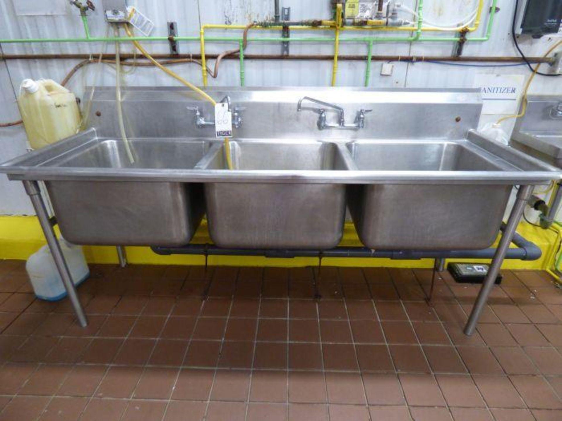 Lot 1066 - Lot Stainless Steel Sinks