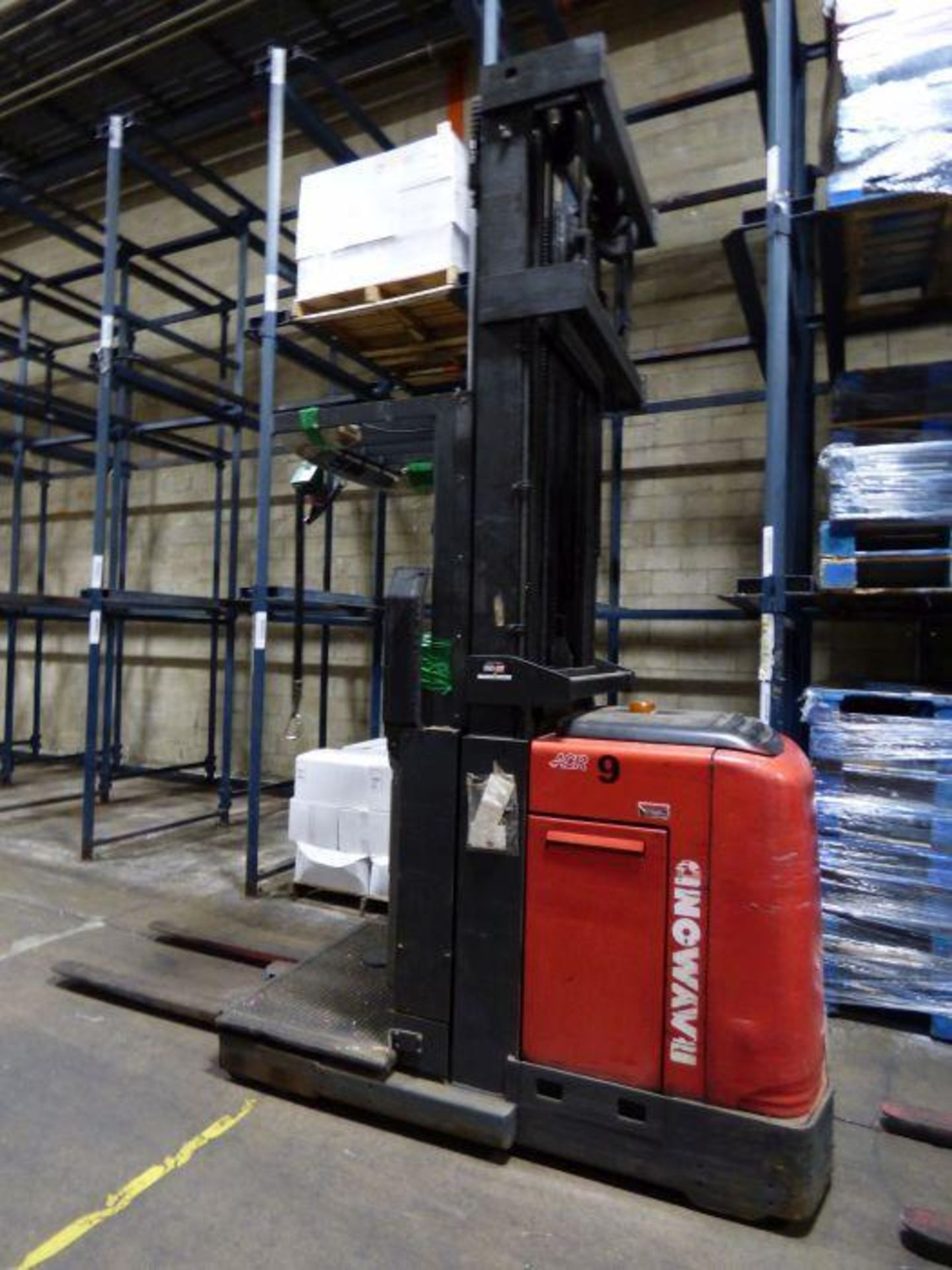 Lot 1300 - Raymond Order Picker Forklift