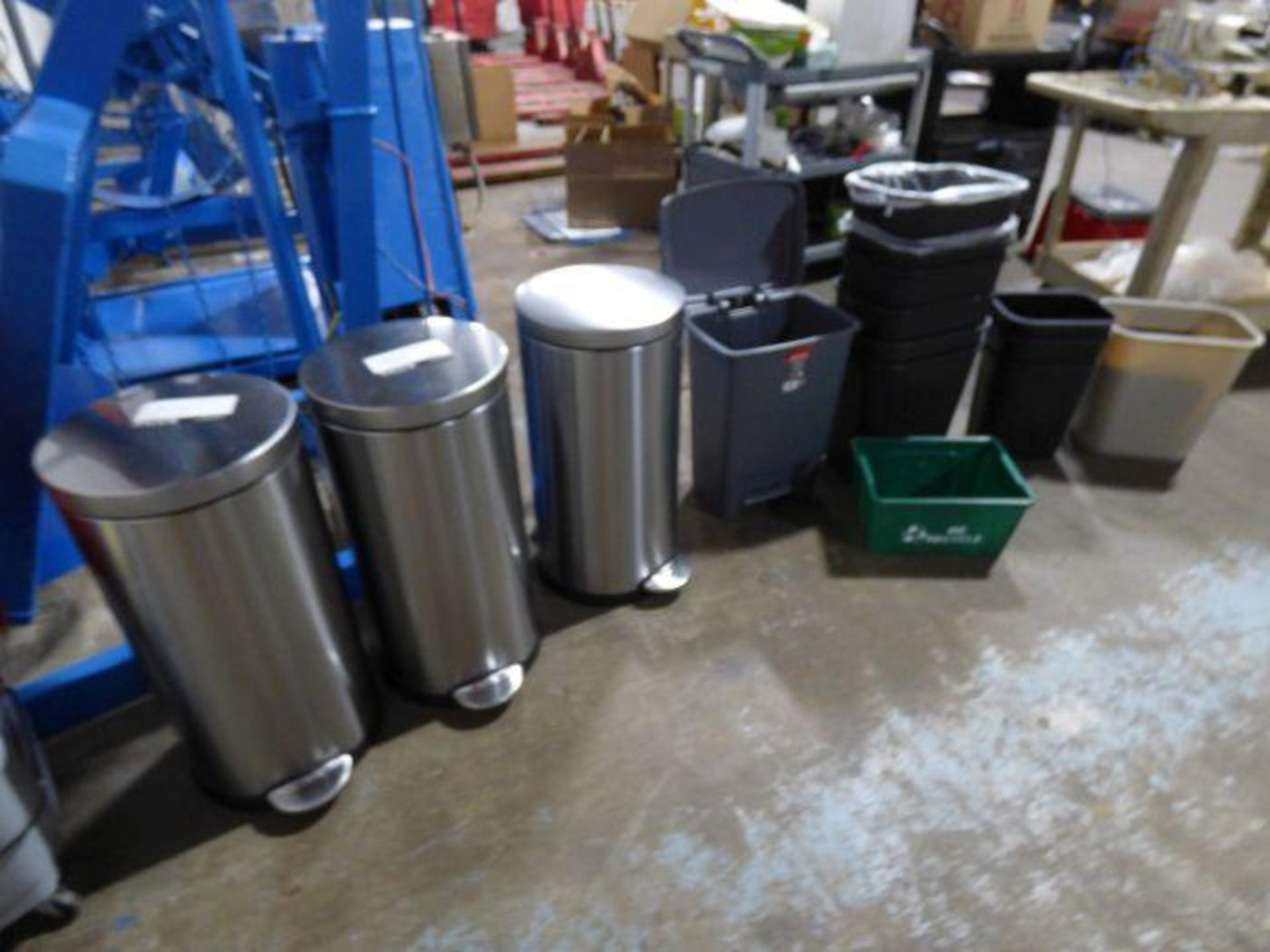 Lot 1355 - Lot of Trash Cans, Vacuums
