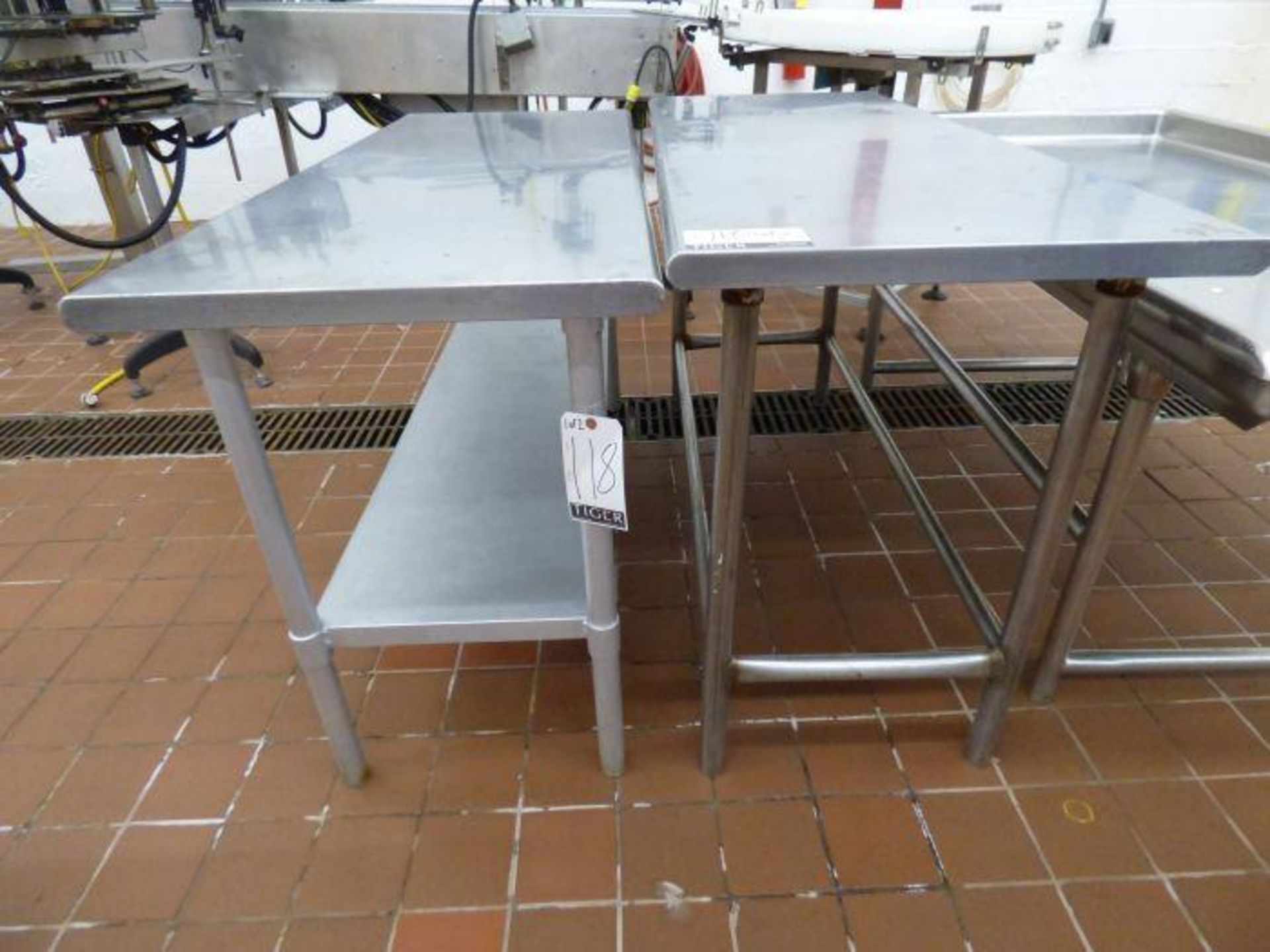 Lot 1118 - Lot Stainless Steel Tables