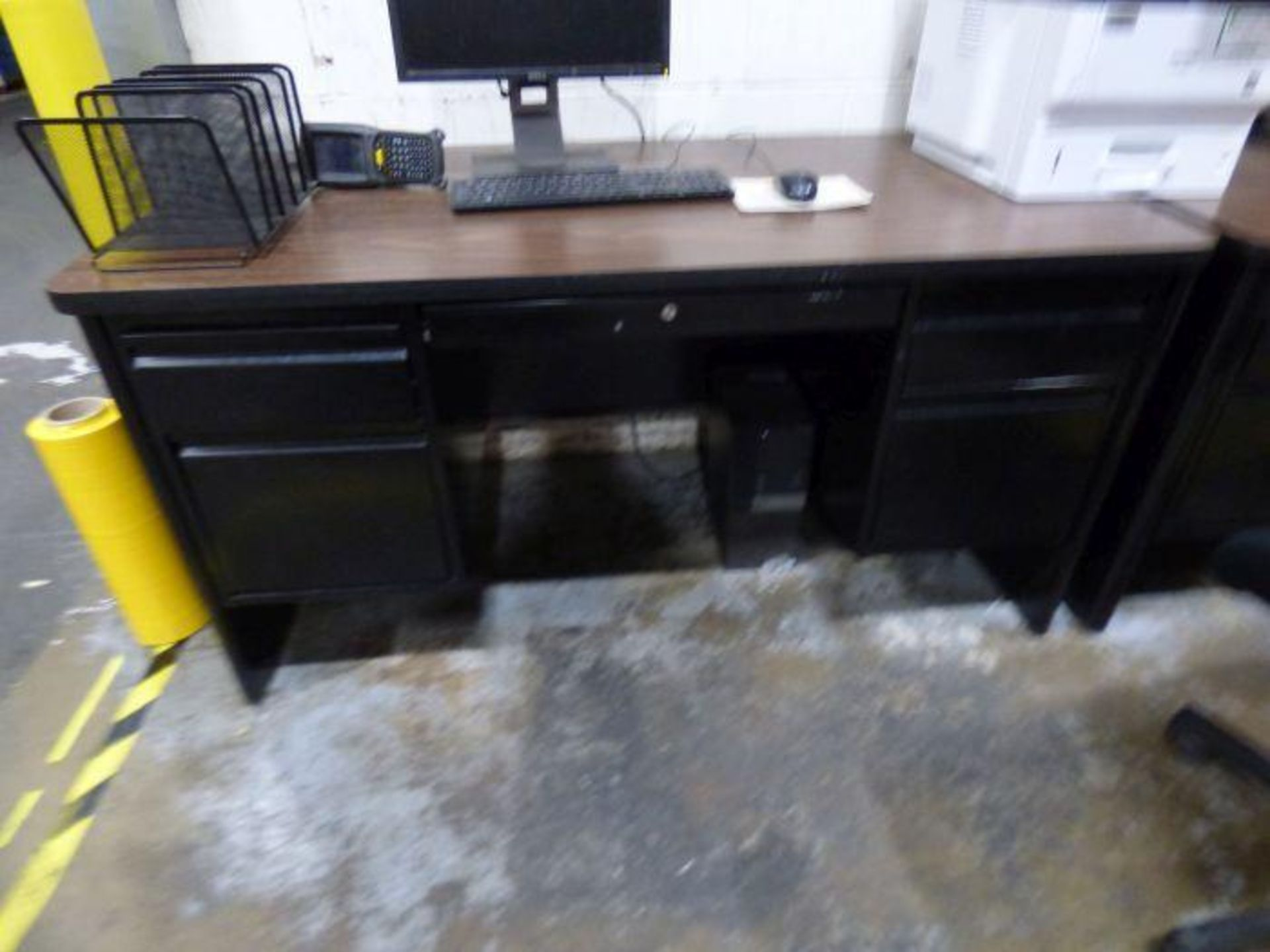 Lot 1296 - Lot Office Furniture
