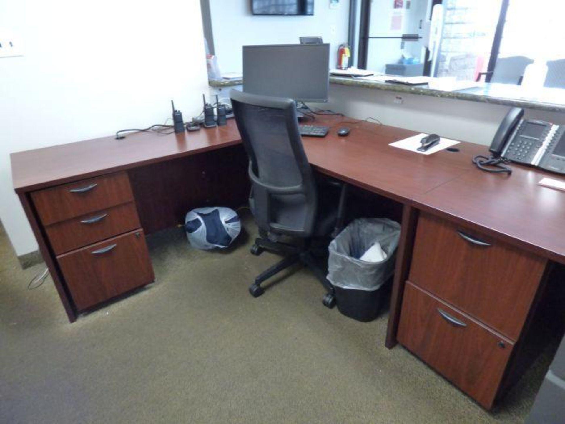 Lot 1402 - Lot Office Furniture