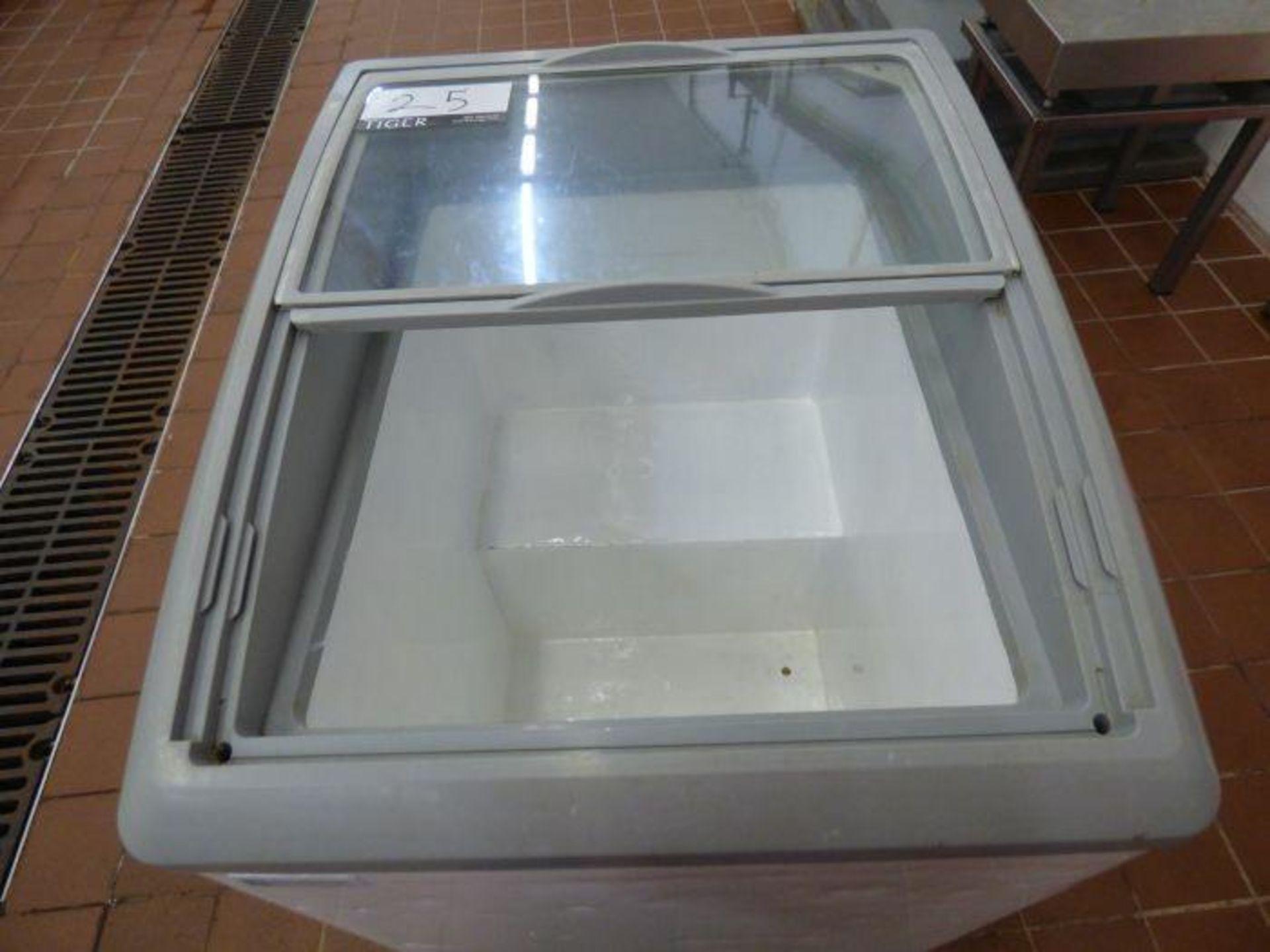 Lot 1025 - Excellence Commercial Chest Showcase Freezer