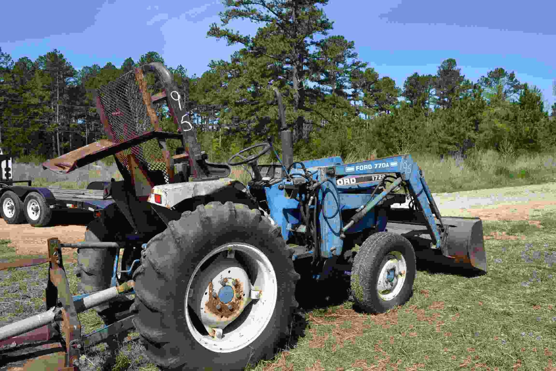 Lot 95 - FORD 1720 4X4 FORD TRACTOR W/ DIESEL ENGINE W/ FRONT END LOADER 1594 HOURS LOCATED SITE 1