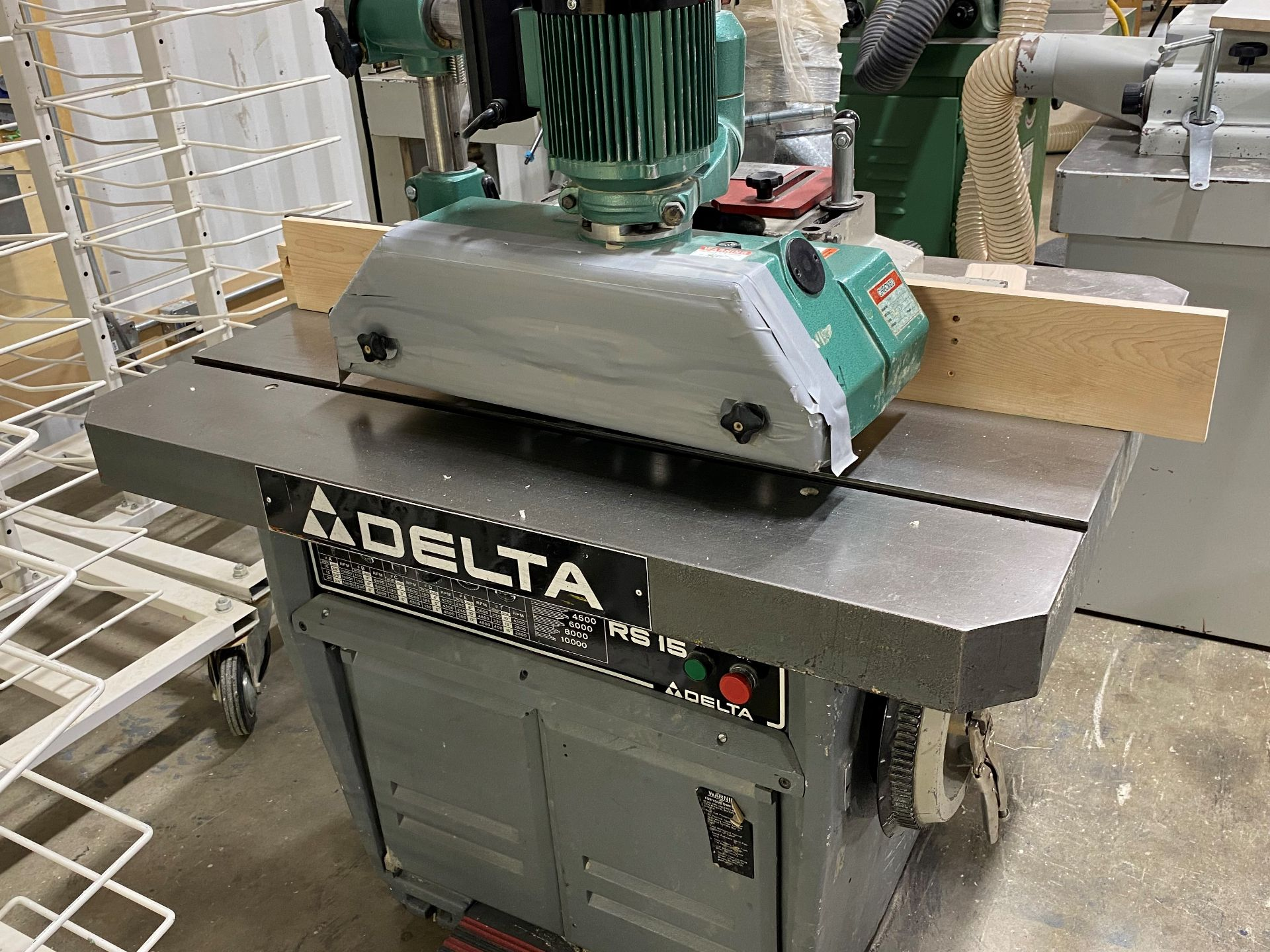 DELTA RS15 VERTICAL SPINDLE SHAPER, 230/460V, 3PH W/ GENERAL 01095 4 ROLL POWERFEED