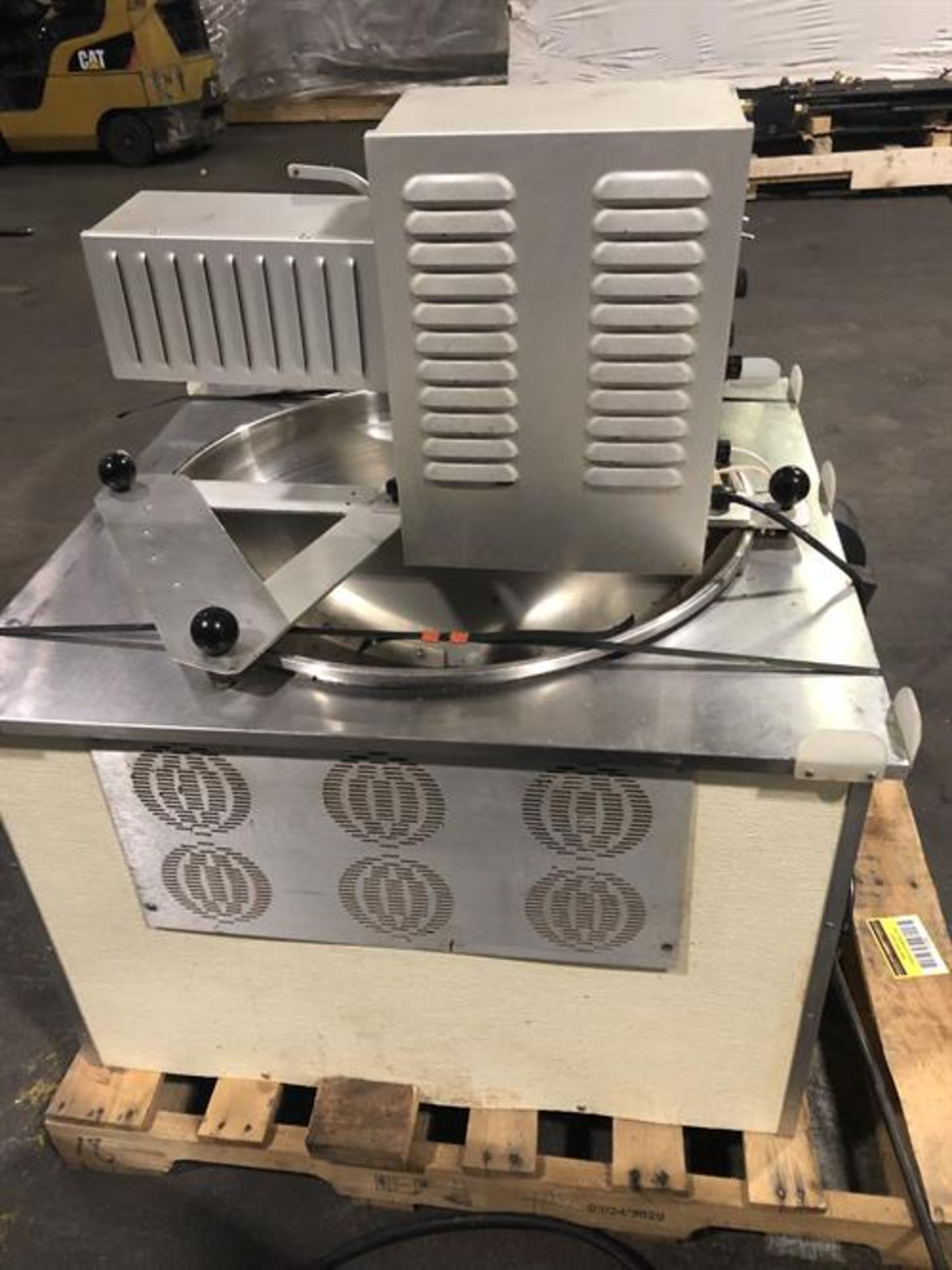 Hilliard 600lb/day Tempering Melter with Flood Mold Attachment - Electric heater and thermostat - - Image 5 of 6