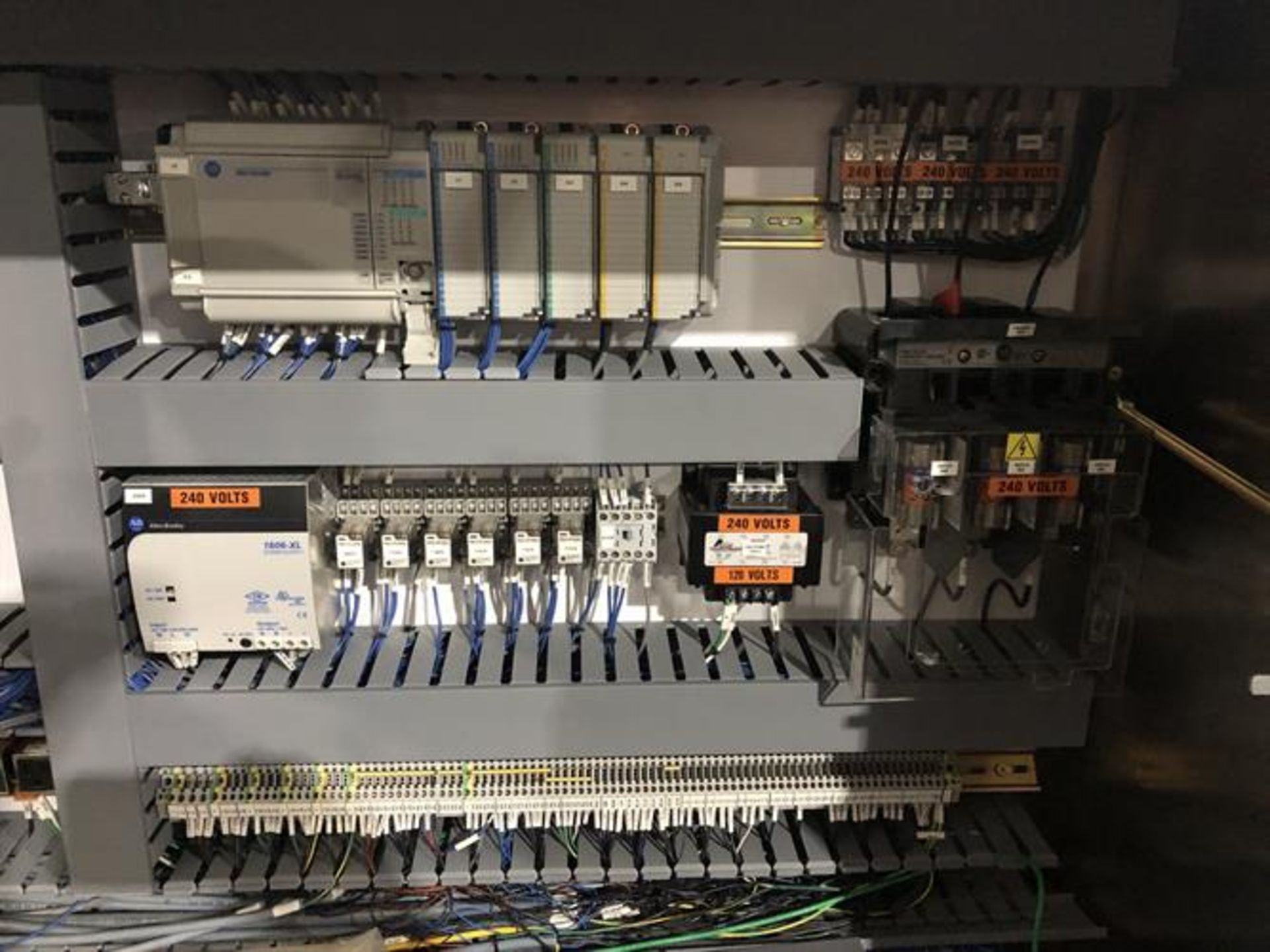 Bradman Lake inline Top Flap Sealer carton closer - Nordson Hot Melt - Allen Bradley Panelview - Image 17 of 19