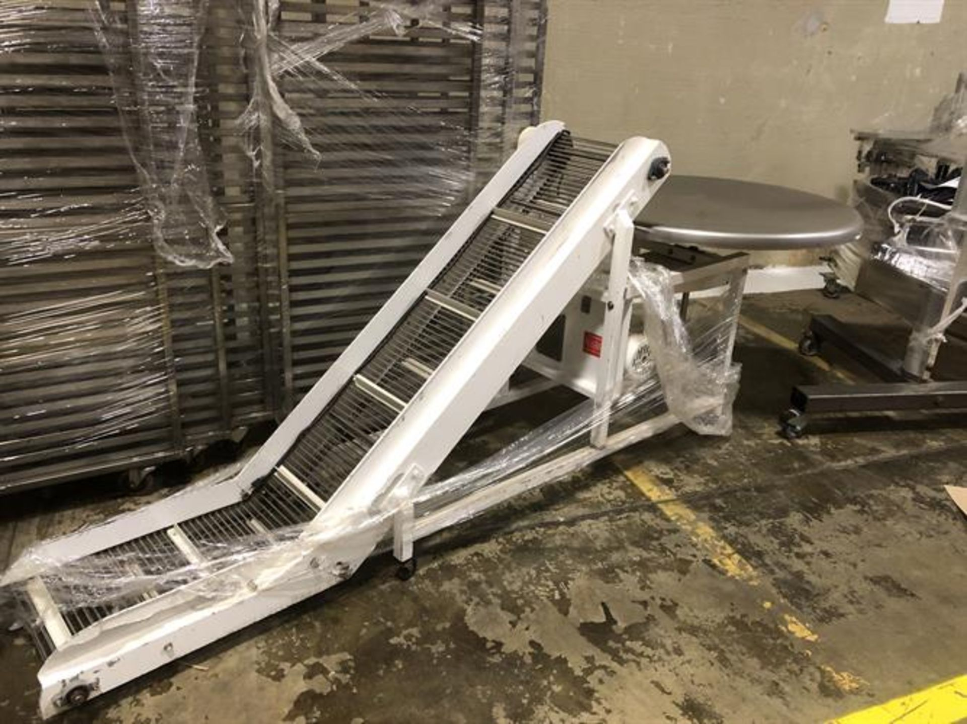 """Smalley Pack-off Conveyor with Turntable - 14"""" wide x 60"""" long inclined cleated conveyor - 2-ft flat - Image 2 of 3"""