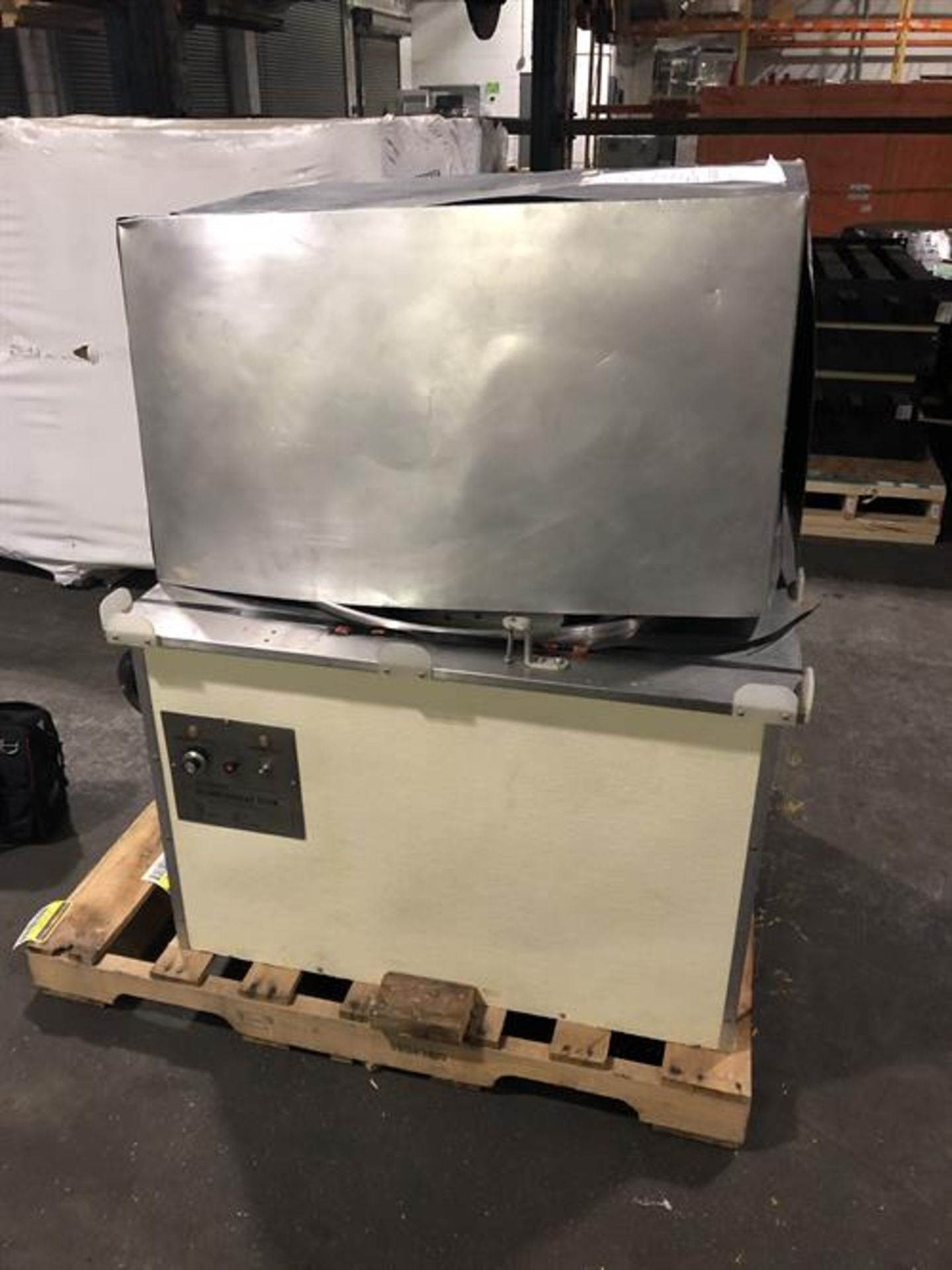 Hilliard 600lb/day Tempering Melter with Flood Mold Attachment - Electric heater and thermostat - - Image 2 of 6