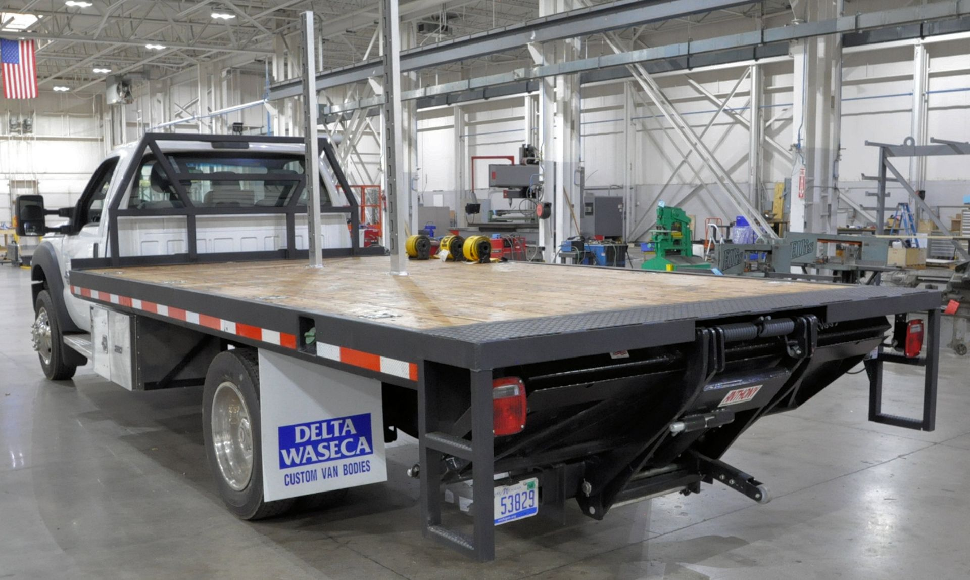 2015 Ford F550 XLT Super Duty Single Axle Dual Wheeled Stake Truck, 16' Wood Bed, Air Ride, Diesel - Image 4 of 10