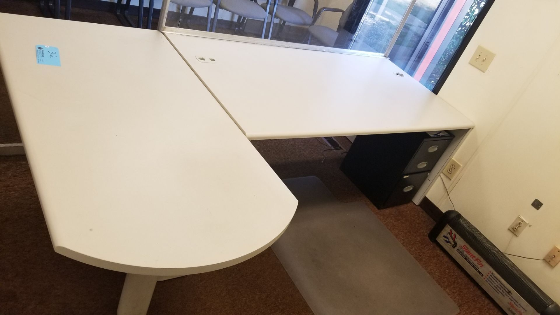 "72"" x 36"" Desk with Shield and 58"" x 30"" Return - Image 3 of 3"