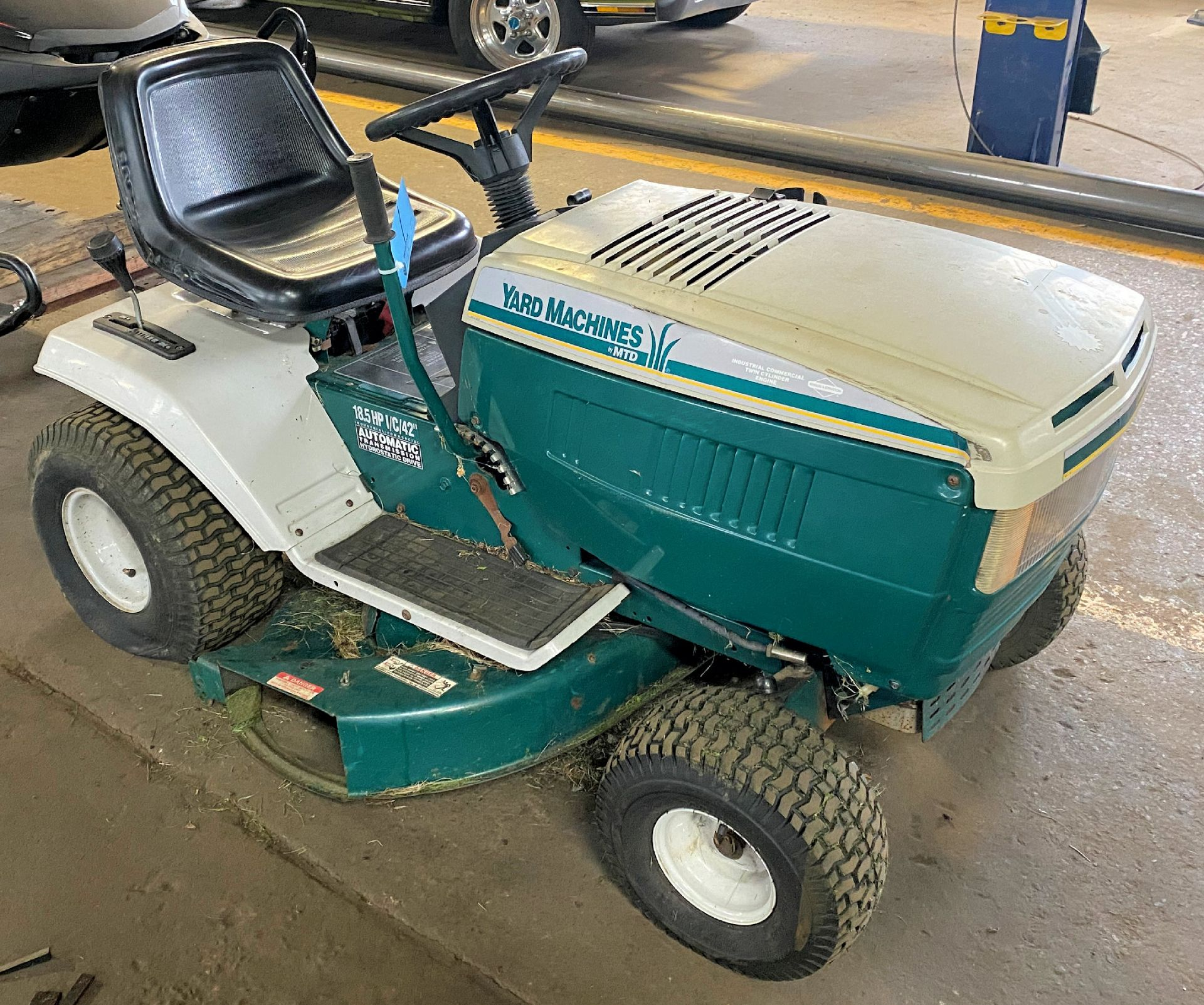 "MTD Yard Machine 18.5-HP x 42"" Cut, Gas Powered Riding Lawn Mower - Image 2 of 3"