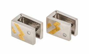 Brillant-Ohrstecker PT 950/000 und GG 750/000 mit 2 Brillanten, zus. 0,06 ct W/SI, L. 14mm, 14,3 g