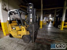 Cat forklift m/n GC40KS2, 7400 lb. Capacity with side shift, 201 in. mast, 12532 hours (rear end