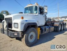 1995 Mack RD6905 tag axle Roll Off Truck, 80,000 GVWR, 25,674 hours, 20-30 cu. Yard capacity, with