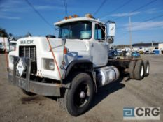 1991 Mack RD688S tandem axle truck chassis