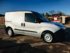 ON SALEVAUXHALL COMBO 1.3CDTI (2017 MODEL) AIR CON - SILVER - GREAT SPEC - 1 OWNER - FSH - EURO 6