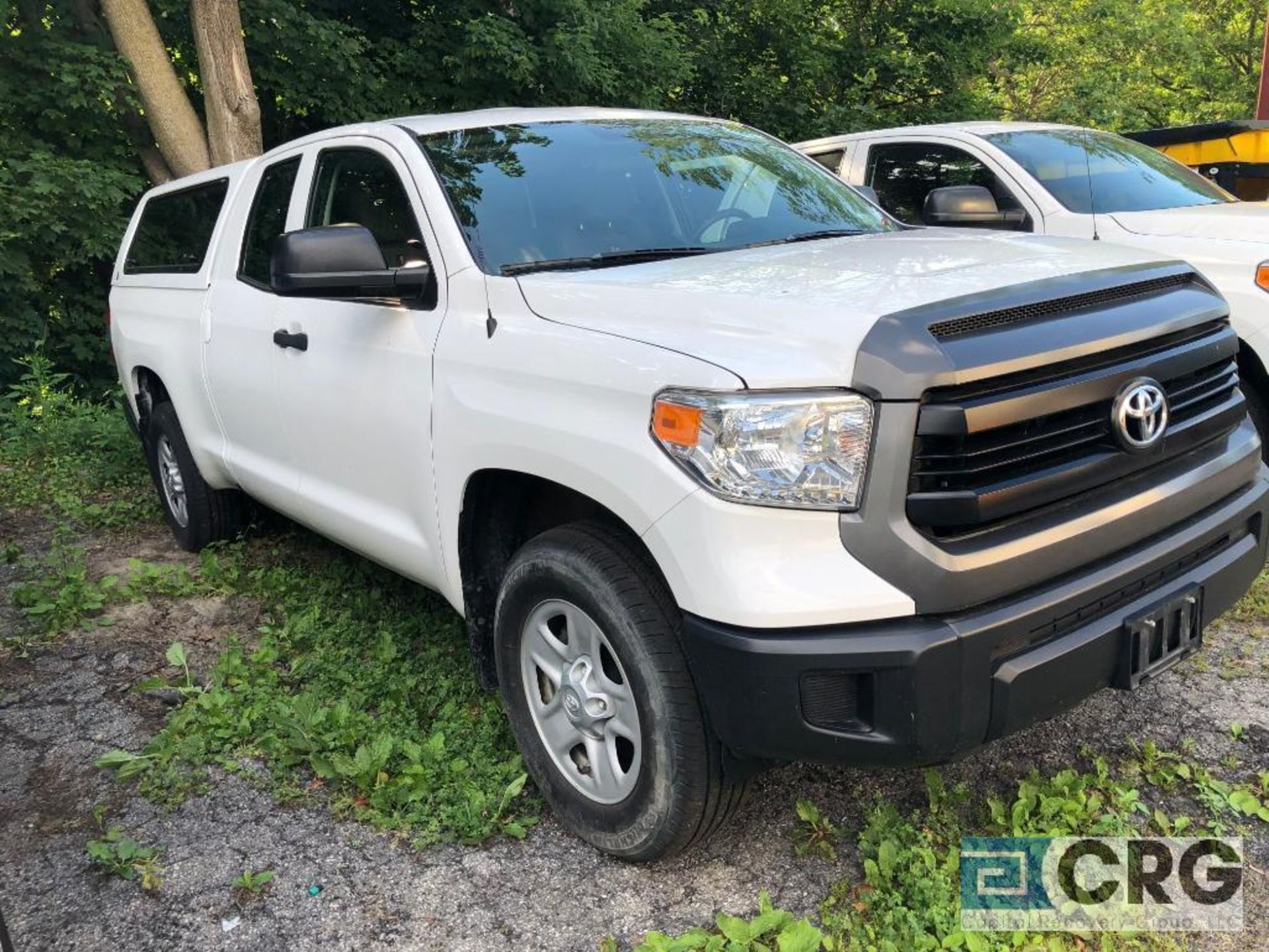 Lot 333 - 2017 Toyota Tundra 4X4 double cab pick truck with bed cap, 32075 miles, I-Force 4.6 litre V8, AT,