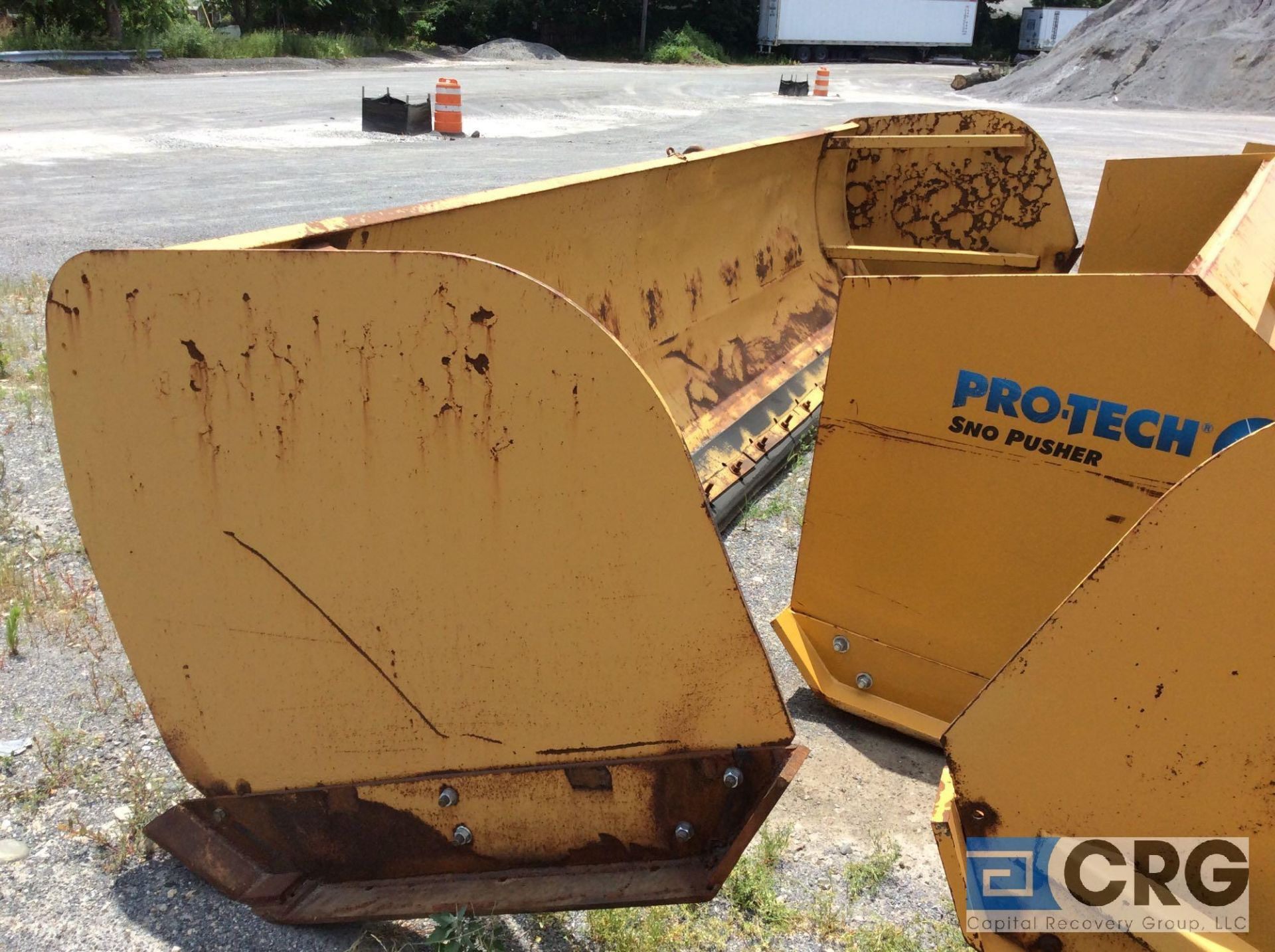 "Lot 496 - Avalanche LDA-200-18 18' Loader model snow pusher, 52"" tall. Rubber cutting edge"