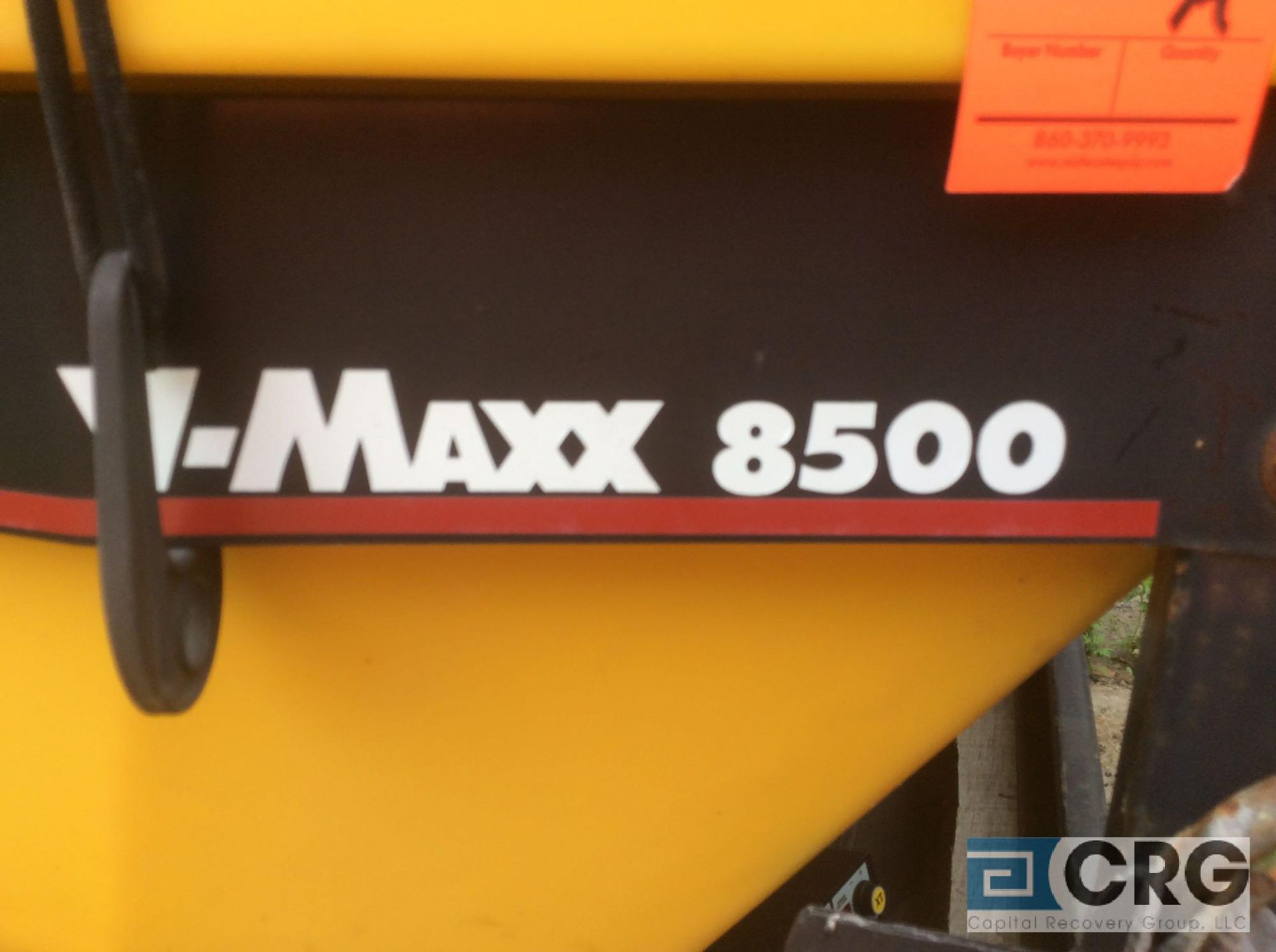 Lot 335A - SNOW-EX V-MAXX 8500 plastic wall sander/spreader and in cab Command Console