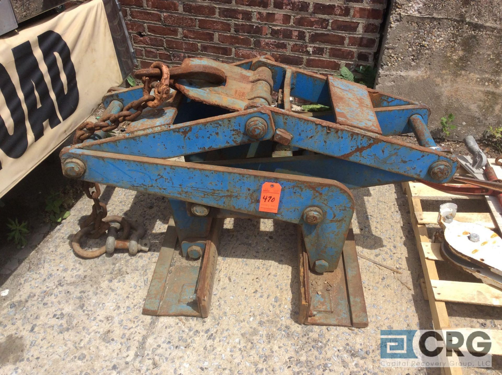 Lot 470 - Kenco Jersey barrier lifting clamp (LATE REMOVAL)