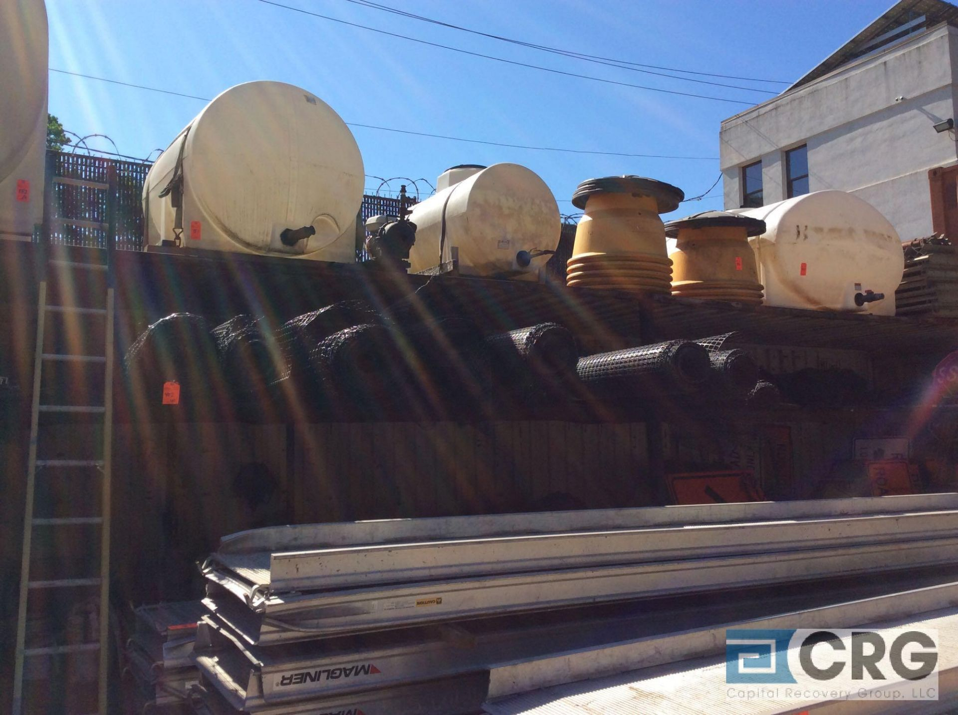 Lot 402 - Lot of asst wire fence and plastic fence
