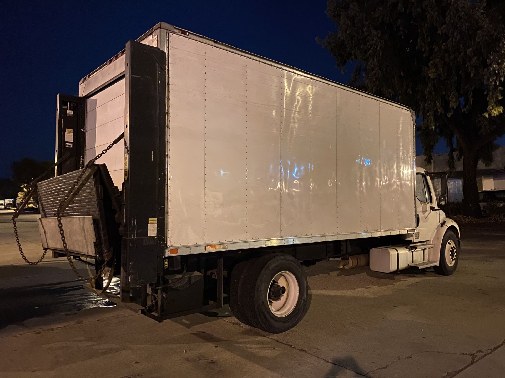 2005 Freightliner refrigerated truck - Image 3 of 5