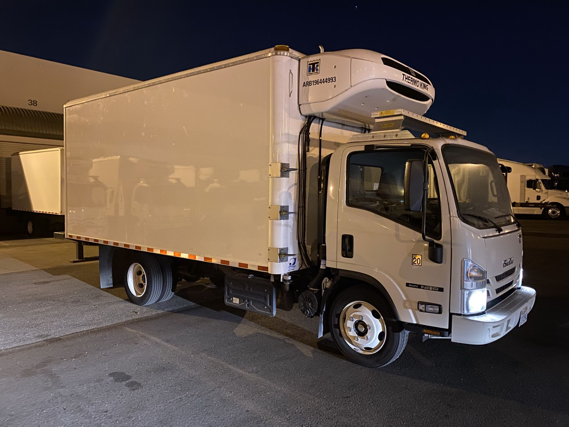 2019 Isuzu refrigerated truck - Image 3 of 9