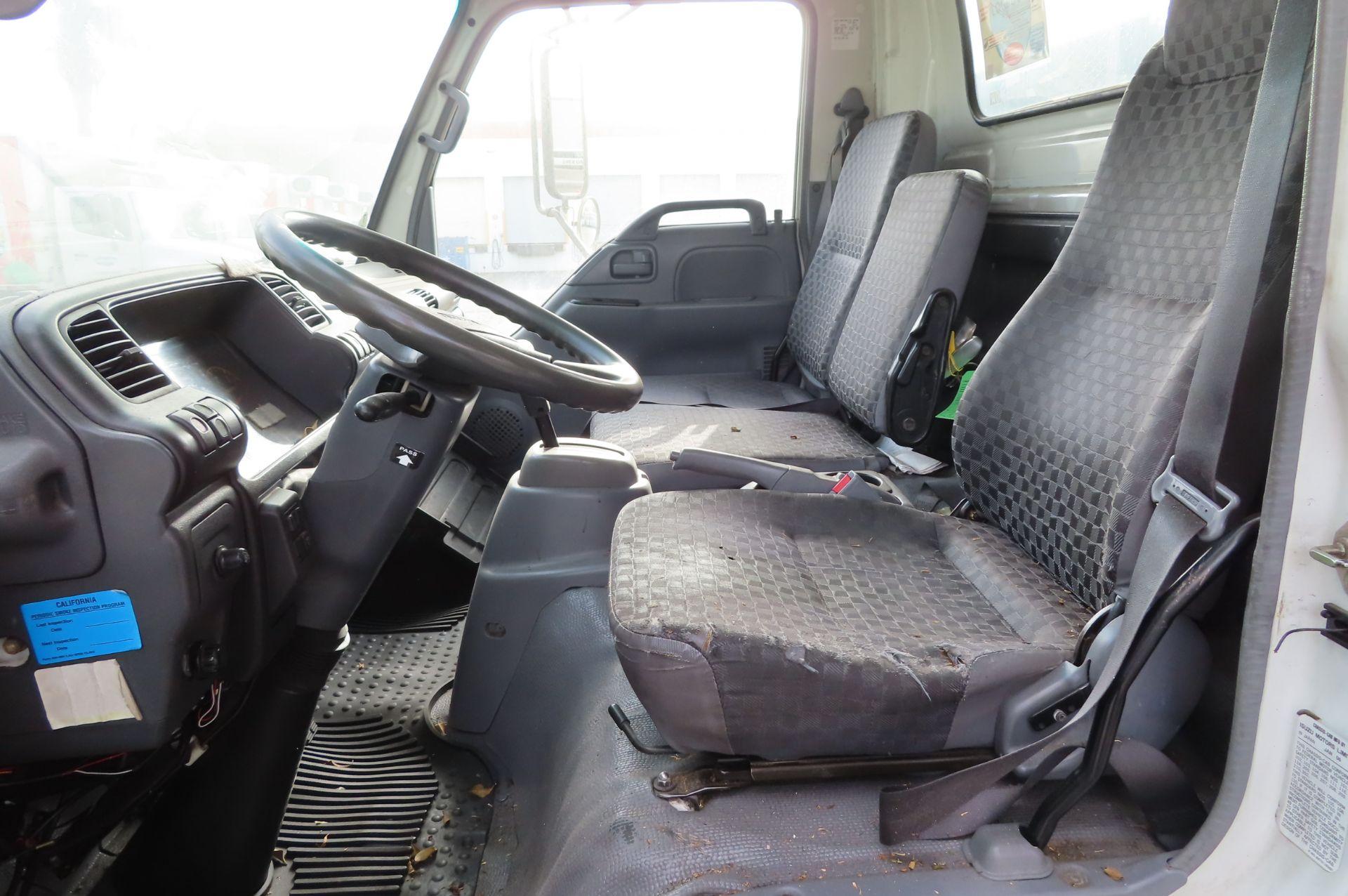2006 Isuzu flat bed truck - Image 4 of 4