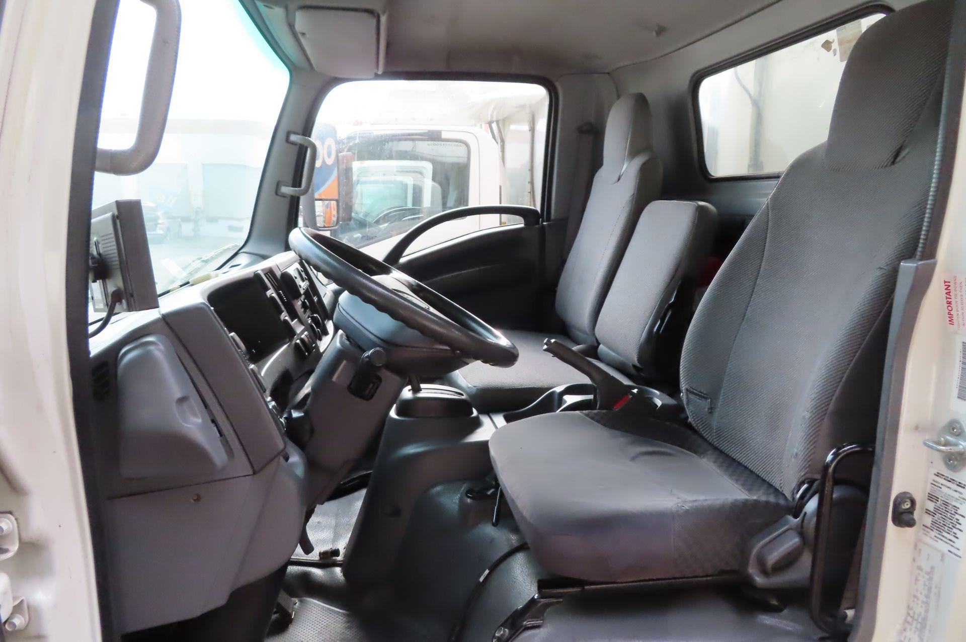 2012 Isuzu refrigerated truck - Image 9 of 10