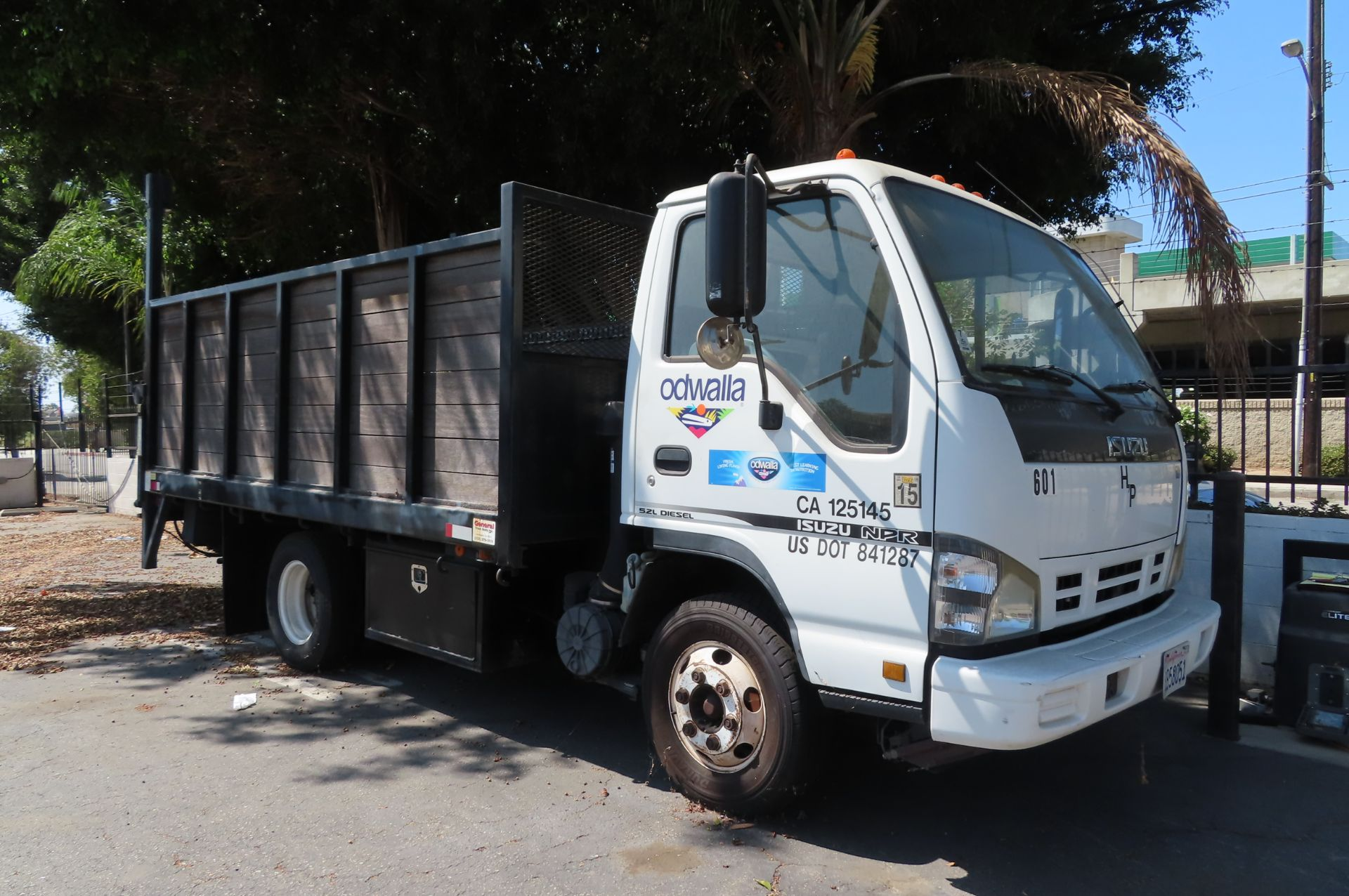 2006 Isuzu flat bed truck